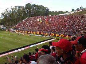 ECV X ATL PR BARRADÃO LOTADO-20121020-1553 (2)